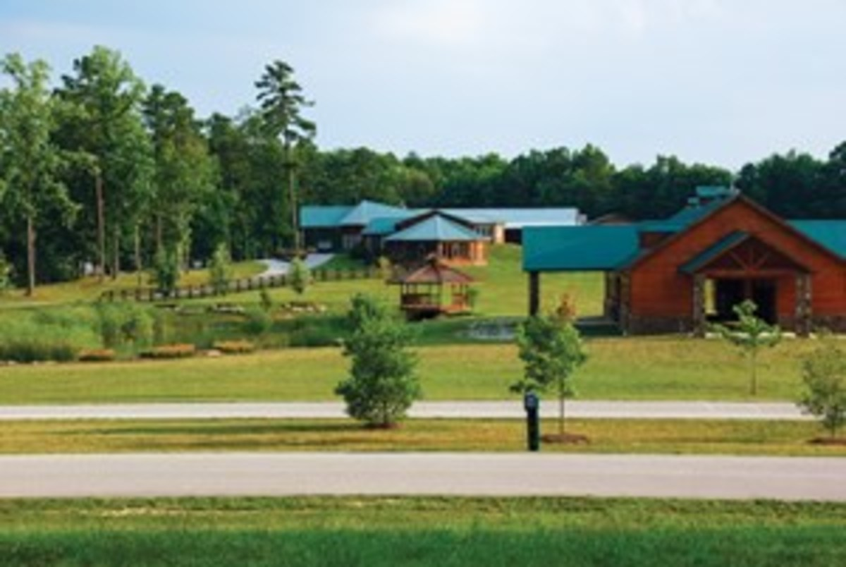 The Highlands at Big South Fork in Jamestown, Tennessee, is a 3,500-acre equestrian community focused on trail riding. You'll ride on 35 miles of private, state-of-the-art riding trails through rolling, wooded plateaus. Day riders are welcome, and there's a guest barn.