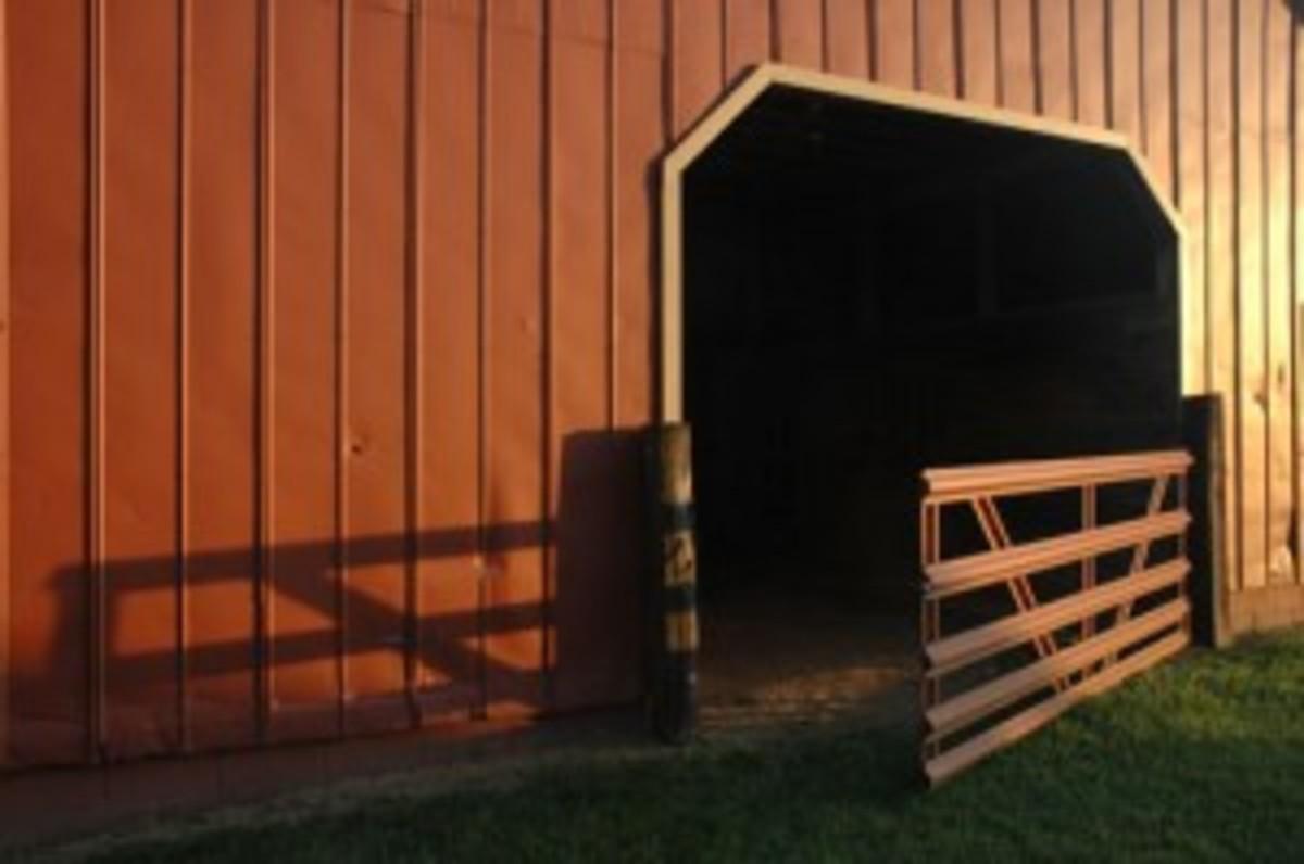 Spiff_up_horse_barn_500x332_72dpi-300x199.jpg
